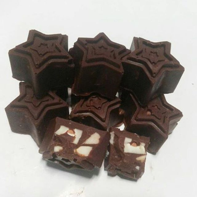 CHOCOLATE Star Cashew Nut